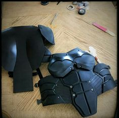 Cosplay Costume Batsuit: Arkham Origins - Page 4 - Wow, that chest part (along with the other stuff) is amazing. Thanks Jade! Will you be offering the urethane armor down the line? Nightwing Cosplay, Batman Cosplay, Male Cosplay, Cosplay Diy, Anime Cosplay, Cosplay Ideas, Dc Costumes, Batman Costumes, Super Hero Costumes