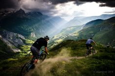A late ride session above La Grave in between stormy interludes in June 2014. The guys on the new SB5, getting them dialed 2 weeks before the bike was officially launched and a month before Richie won EWS stages in Colorado on the same bike.