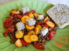 Insalata con lenticchie, carote e pomodori http://www.cuocaperpassione.it/ricetta/b0391f4c-9f72-6375-b10c-ff0000780917/Insalata_con_lenticchie_carote_e_pomodori