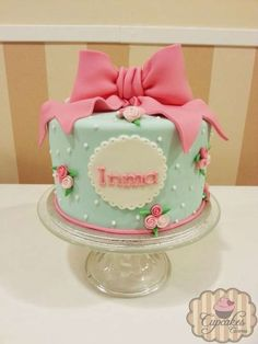 Shabby chic cake ideas Ideas for 2019 Shabby Chic Cake Stand, Cumpleaños Shabby Chic, Shabby Chic Cakes, Pretty Cakes, Beautiful Cakes, Amazing Cakes, Bow Cakes, Fondant Cakes, 2nd Birthday Cake Girl