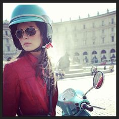 . Vespa Girl, Scooter Girl, Italian Women Style, Lambretta Scooter, Scooters, Riding Helmets, Bike, Girls, D Day