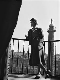 Coco Chanel poses on a balcony in 1937 - Courtesy of Ritz Paris Coco Chanel, Renaissance, The Ritz Paris, Seattle, Vogue, Fashion Forever, Christy Turlington, Hotel Suites, Designing Women