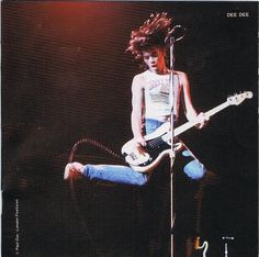 Dee Dee Ramone in his famous pose