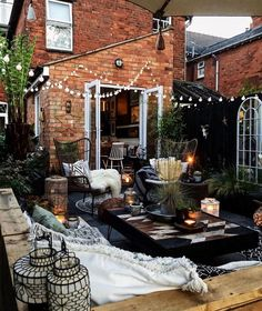 Here is some back patio Inspo for your Monday! What do you. by Your Spaces Backyard Seating, Backyard Patio, Backyard Landscaping, Cozy Patio, Outdoor Spaces, Outdoor Living, Outdoor Decor, Budget Home Decorating, Patio Interior