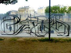 ASTRO_Paris_quai_de_seine_2010