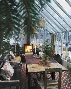 greenhouse with fireplace for special dinners and cocktail parties - Winter Garten Architektur Outdoor Rooms, Outdoor Living, Outdoor Decor, Home Greenhouse, Greenhouse Ideas, Cheap Greenhouse, Greenhouse Kitchen, Greenhouse Academy, Homemade Greenhouse