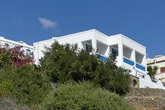 Skrekos Villa exterior view.