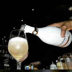 Disfrutando una refrescante @jpchenet_ice en #tataki #drink #drinks #pub #bar #slurp #TagsPorMeGustas #liquor #yum #yummy #thirst #thirsty #instagood #alcohol #cocktail #cocktails #drinkup #glass #can #photooftheday #beer #beers #wine by osvaldocaicedo