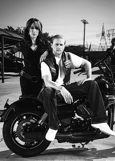 Entertainment Weekly - Katey Sagal, Charlie Hunnam - Sons of Anarchy S7 2014