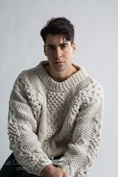 80s Fashion Men, Mens Fashion Sweaters, Sweater Fashion, Sweater Outfits, Beige Sweater, Poncho Sweater, Men Sweater, Chunky Knitwear, Model Test