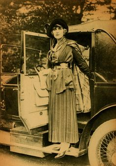 Pearl White, 1918. Miss White began her career at the age of 6. She featured in a number of serial films. The best known - Perils of Pauline.