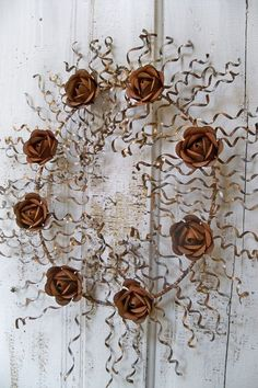 Rusty metal wall wreath with rusted roses by AnitaSperoDesign Rusty Garden, Metal Garden Art, Metal Art, Mosaic Flowers, Metal Flowers, Outdoor Crafts, Rusty Metal, Welcome Wreath, Metal Wall Decor