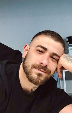 He looks like he is dreaming of me. Well I am dreaming of him too. Beard Styles For Men, Hair And Beard Styles, Short Hair With Beard, Scruffy Men, Beard Lover, Athletic Men, Cute Faces, Good Looking Men, Facial Hair