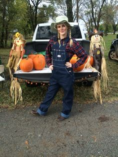 Halloween outfit for trunk or treat, scarecrow