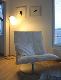 Lukunurkkaus: k-tuoli, Muuto Pull ja Helena Junttilan taulut