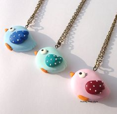 necklaces bird in polymer clay country kawaii cute oiseau pájaro Cute Polymer Clay, Polymer Clay Animals, Fimo Clay, Polymer Clay Earrings, Clay Art Projects, Polymer Clay Projects, Polymer Clay Creations, Fimo Kawaii, Biscuit