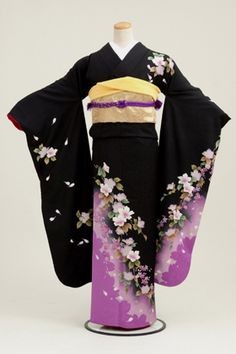 Traditional Japanese Kimono- I'm taking a fashion design course and I'm studying things as traditional items in Japan to apply it during lessons Traditioneller Kimono, Furisode Kimono, Black Kimono, Kimono Style, Japanese Outfits, Japanese Fashion, Asian Fashion, Traditional Japanese Kimono, Traditional Dresses