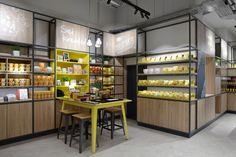 Maggi Kochstudio by Seel Bobsin Partner, Frankfurt – Germany Visual Merchandising, Frankfurt Germany, Design Furniture, Retail Design, Restaurant Design, Lighting Design, Liquor Cabinet, Kitchen Appliances, Storage