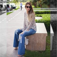 calça-falre-e-blusa-de-renda.jpg 700×700 pixels