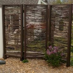 It feels wonderful having a beautiful patio or backyard garden, but you still need some privacy on your own home. That's why it's necessary to have an outdoor privacy screen. Privacy Screen Outdoor, Backyard Privacy, Privacy Fences, Backyard Landscaping, Privacy Screens, Landscaping Ideas, Backyard Ideas, Privacy Trellis, Wall Trellis