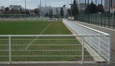 Heras Stödräcke Leaning Fence i vitlackerat utförande.