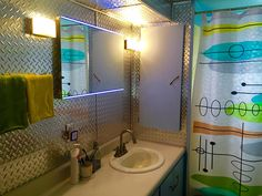 Mobile home remodeling pictures mobile home makeovers incredible remodeling ideas with pictures mobile home parts store . Mobile Home Parts, New Mobile Homes, 10 Mobile, Black Kitchen Cabinets, Black Kitchens, Remodeling Mobile Homes, Home Remodeling, Bathroom Remodeling, Mobile Home Makeovers