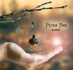Peter Pan Eichel Halskette mit Wasser und Blattgold von Neraidas