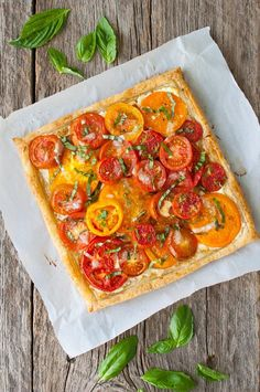 Tomato Recipes - Tomato, Goat Cheese, and Caramelized Onion Tart - Fresh tomatoes get baked in a flakey puff pastry shell with goat cheese and caramelized onions. Puff Pastry Recipes, Tart Recipes, Brunch Recipes, Appetizer Recipes, Cooking Recipes, Summer Recipes, Puff Pastries, Puff Pastry Appetizers, Recipes Dinner