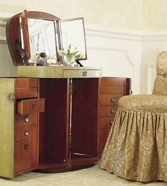 Our versatile Marie-Galante Vanity Trunk has been designed with organization, convenience, and aesthetics in mind.