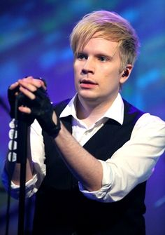 Wow now that's weight loss, Fall Out Boy Frontman Patrick Stump