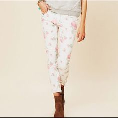 Free People floral skinny jean Barely worn- adorable print, but because I'm so tall these are a tad too short for my personal tastes. Size 31 but fits like a 30 Free People Jeans Skinny