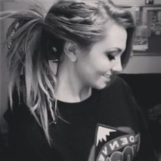 I love the idea of mixing a couple accent dreads in to a lush head of hair. You can use the dreads to tie your hair in up-dos, and they just give a cool effect in general Half Dreads, Partial Dreads, Love Hair, Gorgeous Hair, Dreadlock Hairstyles, Cool Hairstyles, Teil Dreads, Half Dreaded Hair, Dreadlocks Girl