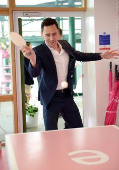 2013 Tom table tennis Hiddleston 5