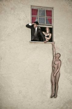 Arte na Rua   Banksy street art - naked man hanging from window in Bristol  (JA, Dez17)
