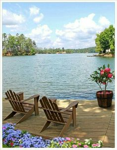 Lake front cabin home with a place to relax Lakeside Living, Outdoor Living, Lakeside Cabin, Beautiful Homes, Beautiful Places, Beautiful Beach, Haus Am See, Lake Cabins, Lake Cottage