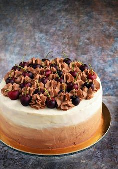 Feketeerdő torta házilag ombre díszítéssel - recept Homemade Black forest cake with ombre design - recipe Cold Cake, Ricotta Cake, Black Forest Cake, Hungarian Recipes, Mousse Cake, Savoury Cake, Confectionery, Cake Pans, Cakes And More