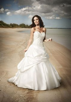 Absolutely love this dress!    http://www.theknot.com/wedding-dress/roz-la-kelin-diamond-collection/rosella-5561t?ctx=0:2147483647:-1:-1&src=res