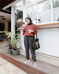 Inspiration Hijab Style Outfit of The Day (OOTD) 2019 Remaja Indonesia Positif, Kreatif & Ceria 😍😘😘😘😘 . Modern Hijab Fashion, Street Hijab Fashion, Hijab Fashion Inspiration, Muslim Fashion, Hijab Casual, Hijab Chic, Simple Hijab, Modest Dresses, Modest Outfits