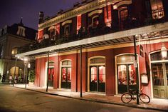 New Orleans is loaded with traps to ensnare the unsuspecting tourist -- we'll show you how to act like a local...