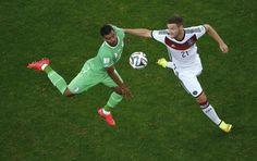 Germania-Algeria, Soudani lotta per la palla con Mustafi. #Mondiali2014, #Brasil2014