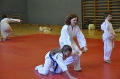 Aikido Kindertraining mit Aikido Kyuprüfungen am 12. Juni 2015 in der Auhofschule, Linz: Ikkyo