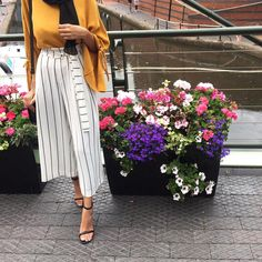 Love her outfit 😍😌 Modern Hijab Fashion, Hijab Fashion Inspiration, Muslim Fashion, Modest Fashion, Fashion Outfits, Fashion Fall, Hijab Fashion Summer, Style Inspiration, Modest Wear