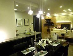 D206キラキラペンダント落ち着いた色合いのダイニングテーブルに、ペンダントのライトが反射してキラキラ度がアップ。どっしりとしたダイニングテーブルは重厚な存在感。 Track Lighting, Ceiling Lights, Dining, Mirror, Furniture, Home Decor, Food, Ceiling Lamps, Interior Design