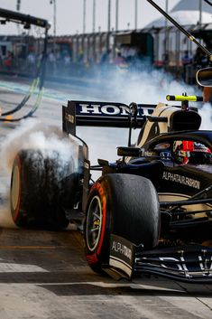 Cold Pictures, F1 Wallpaper Hd, Aryton Senna, Lewis Hamilton, F1 Racing, Grand Prix, Aesthetic Wallpapers, Race Cars, Ferrari