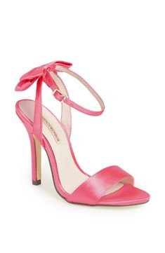 So ladylike. Pink satin bow pump <3