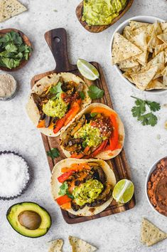Flavorful Portobello Fajitas are the perfect healthy vegetarian meal the whole family will love. Serve with guacamole, salsa and cheese! Vegetarian Fajitas, Vegetarian Recipes, Healthy Recipes, Dump Recipes, Easy Recipes, Healthy Weeknight Meals, Easy Meals, How To Make Guacamole, Dump Meals