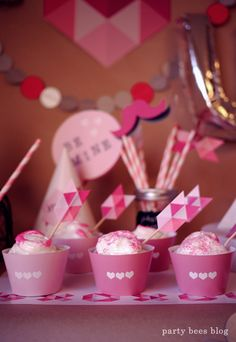バレンタインパーティーはピンクいっぱいでラブリーに飾って盛り上げて♪