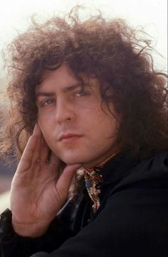 Marc Bolan oh my god you are beautiful and I love you xx Electric Warrior, Lady Stardust, Poetry Photos, Marc Bolan, Glamour, Bond Street, Black Sabbath, Attractive Men, Led Zeppelin