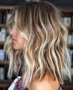 Amazing Balayage with Blonde Highlights to Wear in 2019 - Frisuren, Make-up und mehr - Haare Medium Hair Styles, Long Hair Styles, Blonde Hair Styles Medium Length, Medium Length Waves, Medium Long Hair, Beach Wave Hair, Beach Hair Color, Short Beach Hair, Short Beach Waves