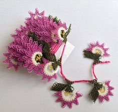 İğne oyası mor çiçekler